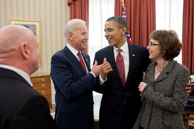 president-obama-joe-biden-gabby-giffords